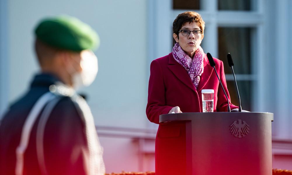 Trotz Corona-Krise: Verteidigungsministerin will keine Abstriche beim Rüstungsbudget
