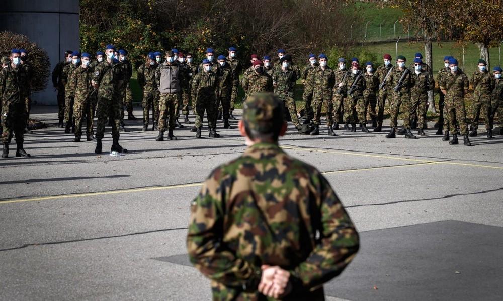 Abmarsch nach Hause: Schweizer Armee setzt auf Homeoffice