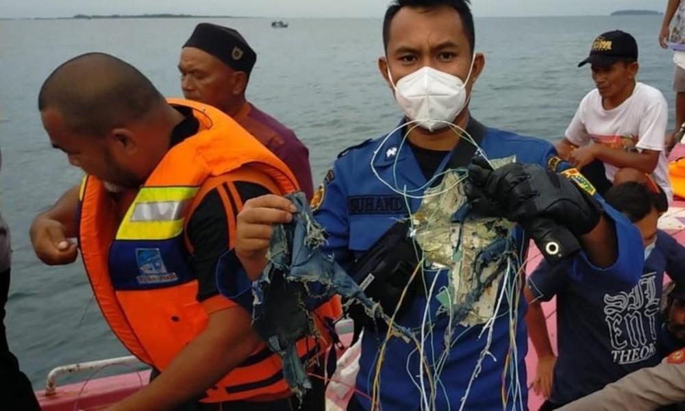 Kontakt zu Boeing 737 nach Start in Jakarta verloren – Verkehrsminister bestätigt Absturz