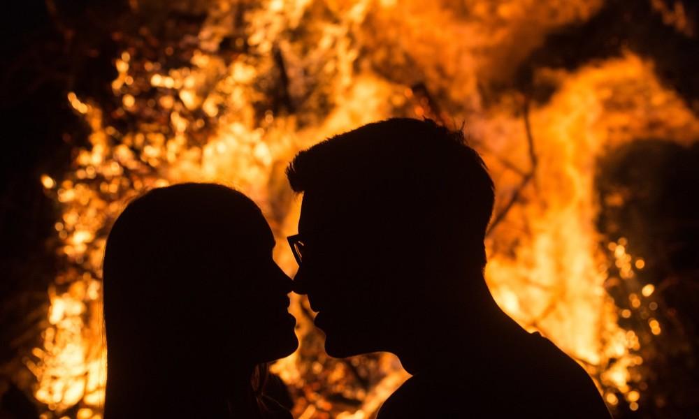 Falschalarm wegen Geschlechtsverkehrs: Nachbarn halten Licht in Wohnung für Flammen