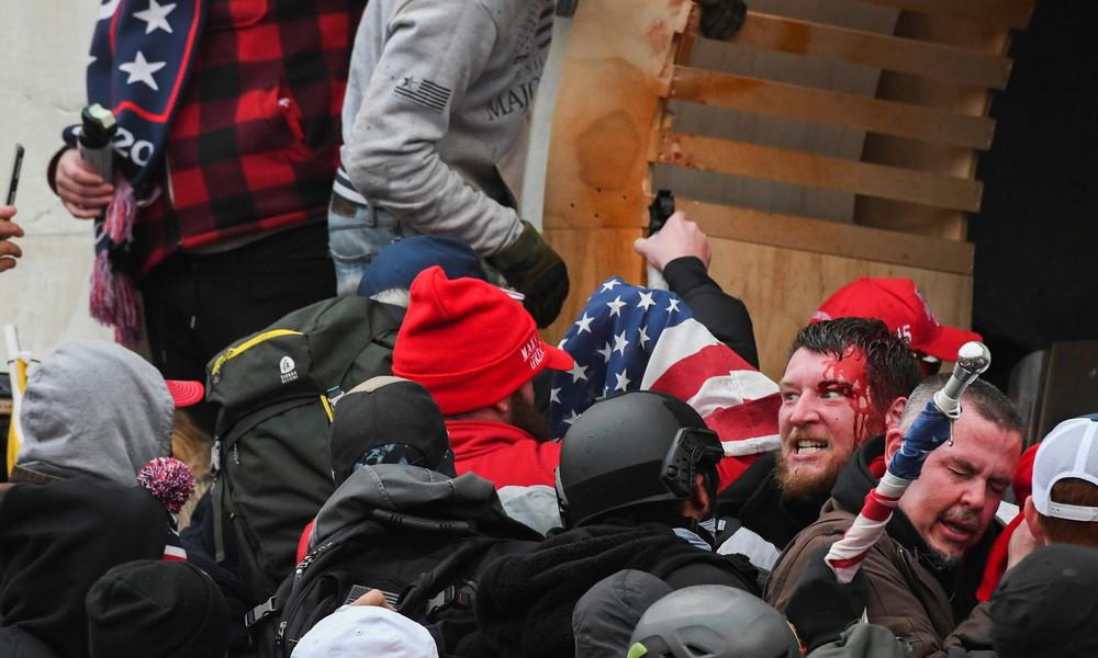 Aufruhr, Mord, Hausfriedensbruch: 70 Menschen nach Kapitol-Krawallen identifiziert