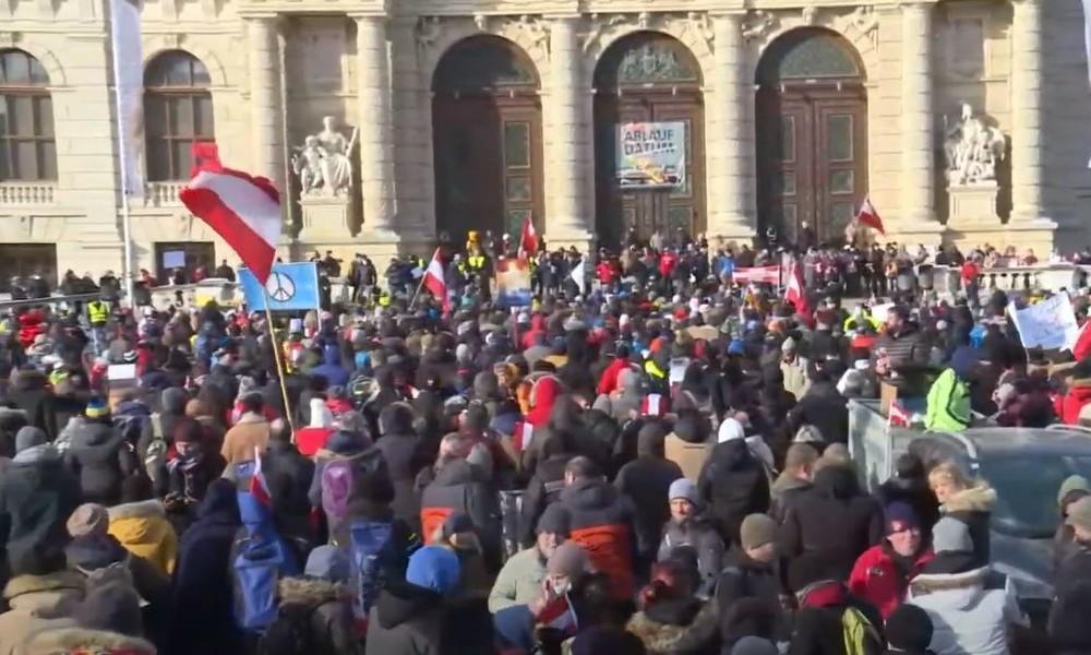 LIVE: Gegner der Corona-Maßnahmen demonstrieren in Wien