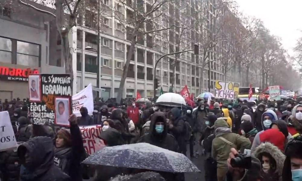 Live: Demonstration in Paris gegen geplantes Sicherheitsgesetz in Frankreich