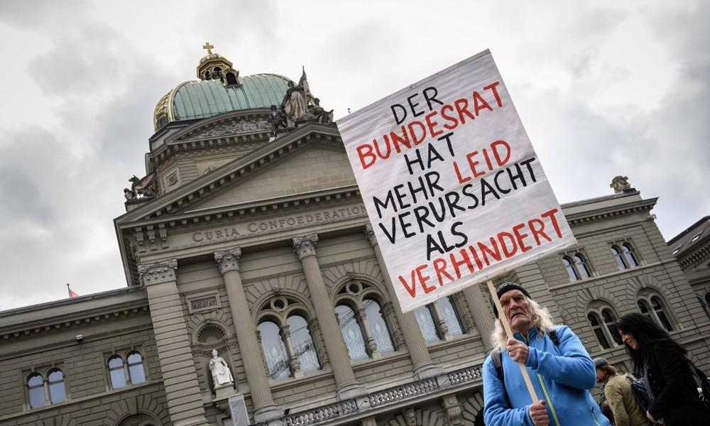 Volksabstimmung in der Schweiz: Kritiker der Corona-Maßnahmen wollen COVID-19-Gesetz kippen