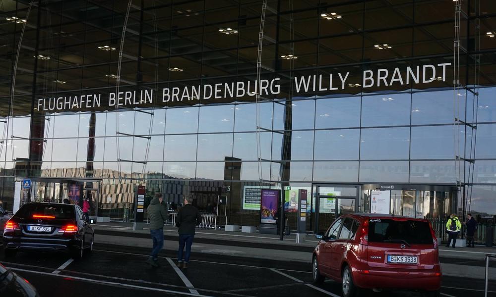 LIVE vom Flughafen BER: Alexei Nawalny tritt Rückflug nach Russland an