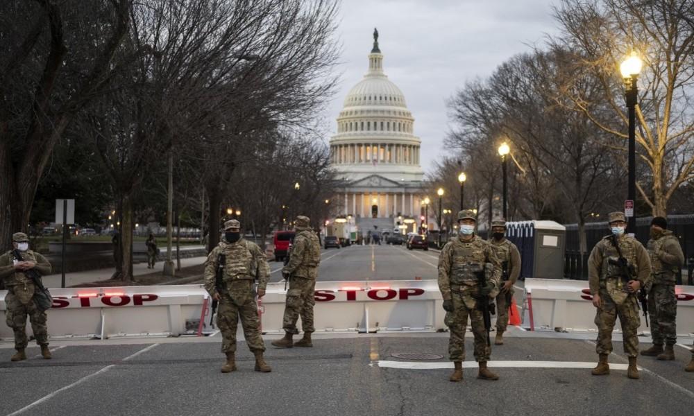 """Angst vor """"Insider-Angriff"""" – FBI überprüft Soldaten der Nationalgarde vor Biden-Vereidigung"""