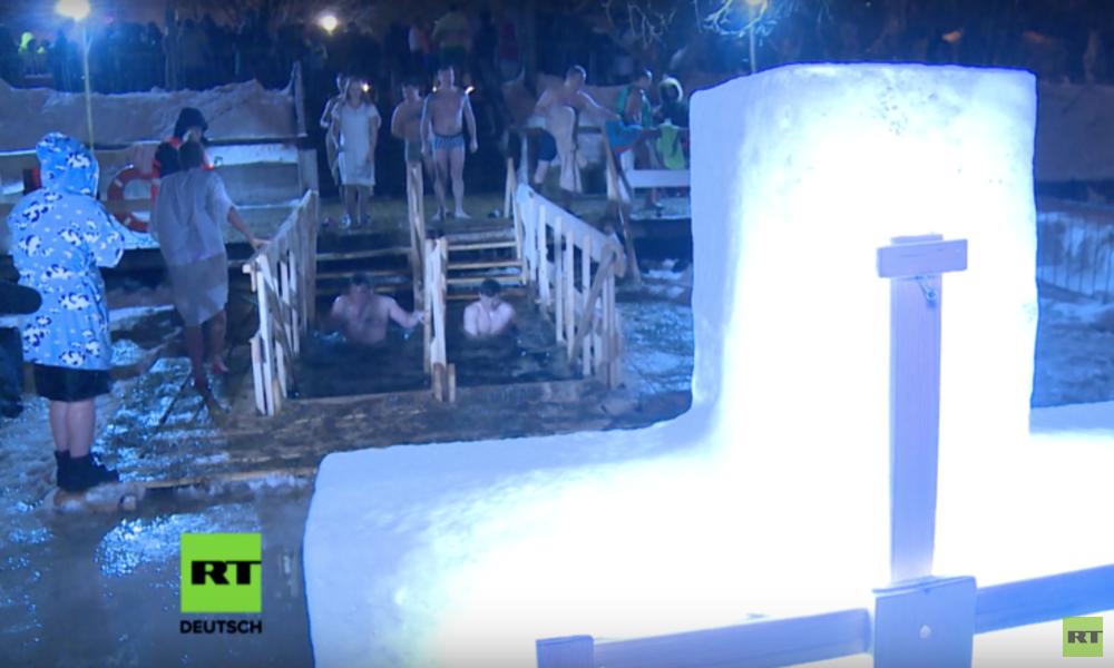 LIVE aus Moskau: Eisbaden, um sich von Sünden reinzuwaschen
