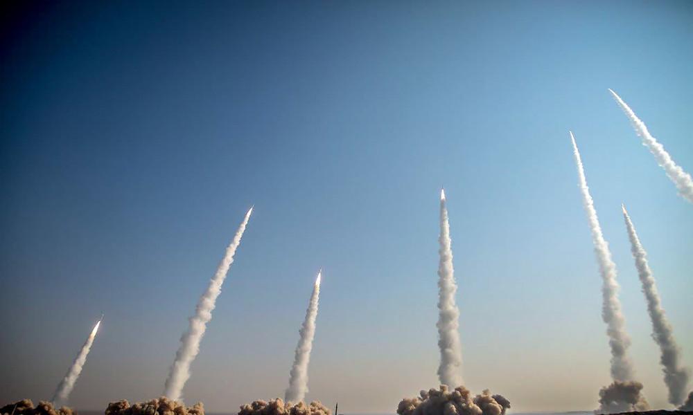 Iran testet ballistische Raketen mit 1.800 km Reichweite – USA schicken  B-52-Bomber in Nahen Osten