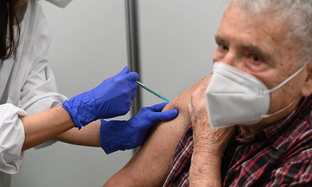 BioNTech/Pfizer-Impfstoff: Fehlende Evidenz für Wirksamkeit bei älteren Menschen