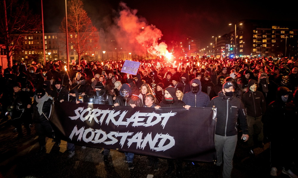 Dänemark: Anti-Lockdown-Gegner verbrennen Bild der Regierungschefin, Zusammenstöße mit Polizei
