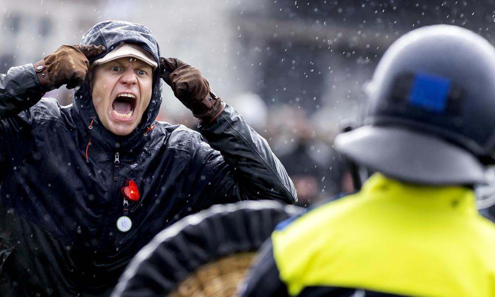 """""""Beinahe-Bürgerkrieg"""" in den Niederlanden: Schock nach massiven Ausschreitungen gegen Corona-Politik"""