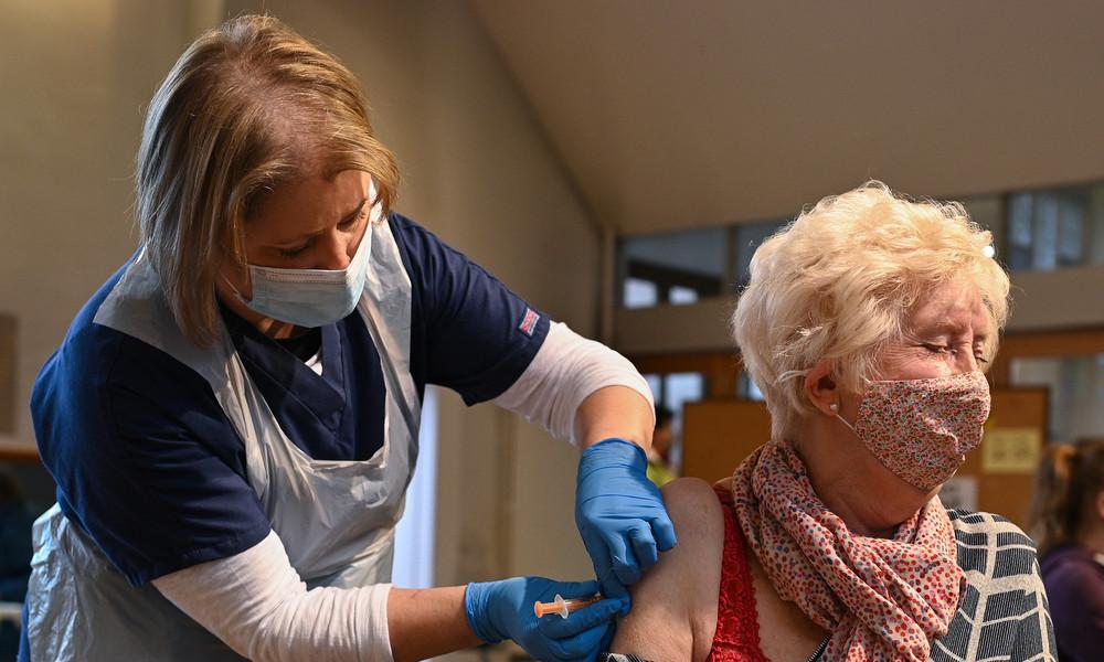 Wirbel um AstraZeneca-Impfstoff: Wirkt das Präparat bei über 65-Jährigen nicht?