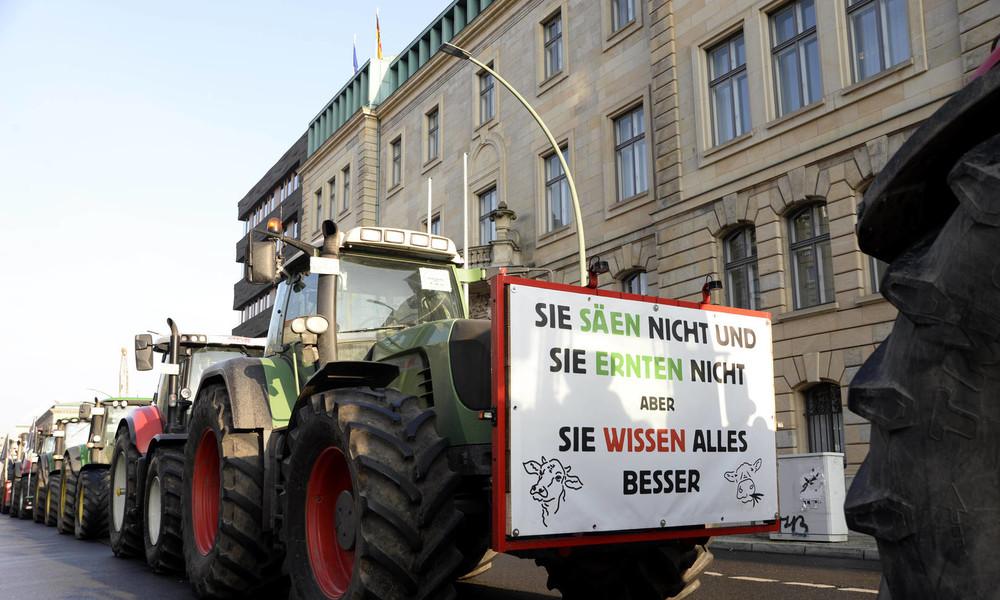 Berlin: Bauern protestieren gegen Julia Klöckners Agrarpolitik
