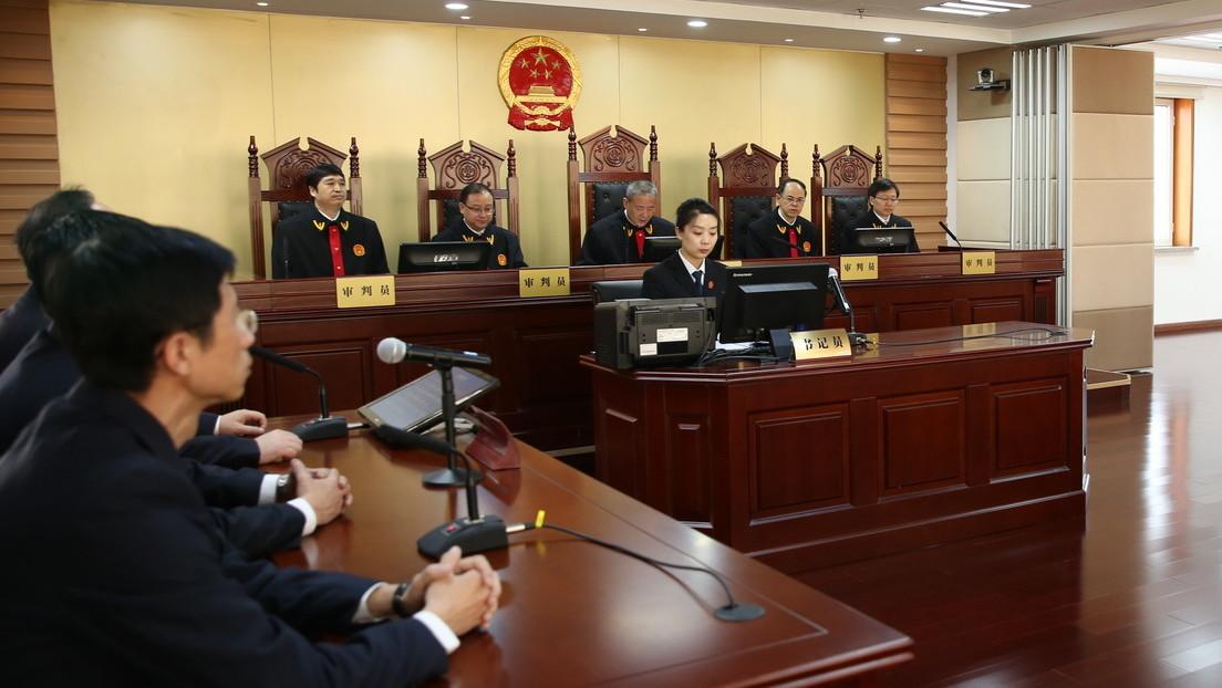 Krankheit verschwiegen: Chinesin nach Flug mit COVID-19-Symptomen zu einem Jahr Haft verurteilt
