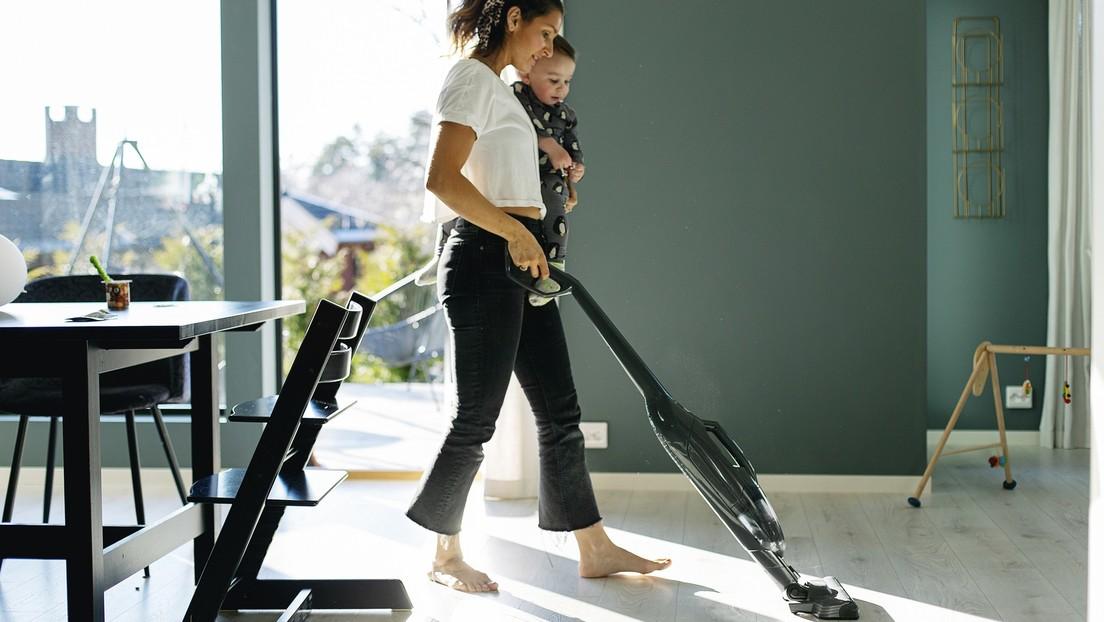 Bleib zu Hause, putz die Wohnung: Empörung über sexistische Lockdown-Kampagne in Großbritannien