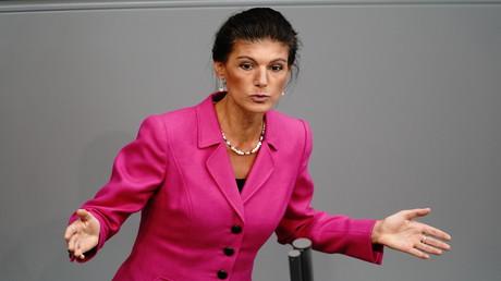 Sahra Wagenknecht: Merkels Corona-Politik bedient die Interessen großer Unternehmen