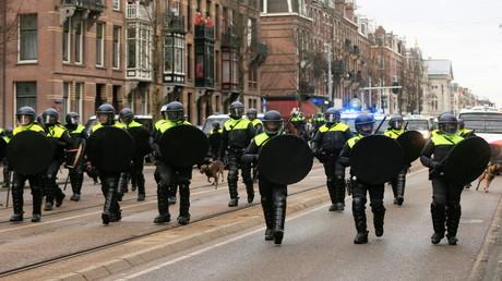 Niederlande: Massive Krawalle und Polizeigewalt bei Protesten gegen neue Corona-Maßnahmen