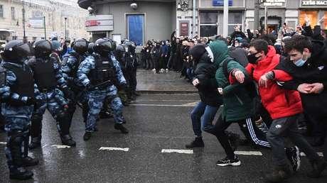 """Kräftemessen mit der Polizei: So """"friedlich"""" waren die Pro-Nawalny-Demos tatsächlich"""
