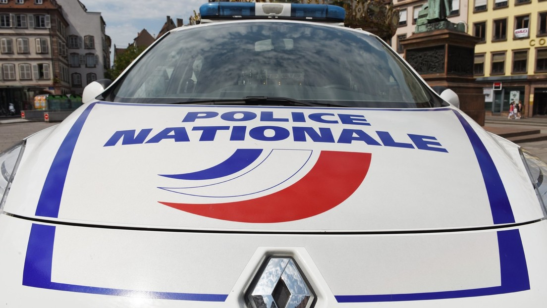 Frankreich: Kopf in Box aus dem Fenster geworfen