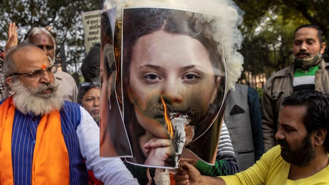Wegen unbeliebter Tweets: Menschen in Indien verbrennen Fotos von Greta Thunberg und Rihanna