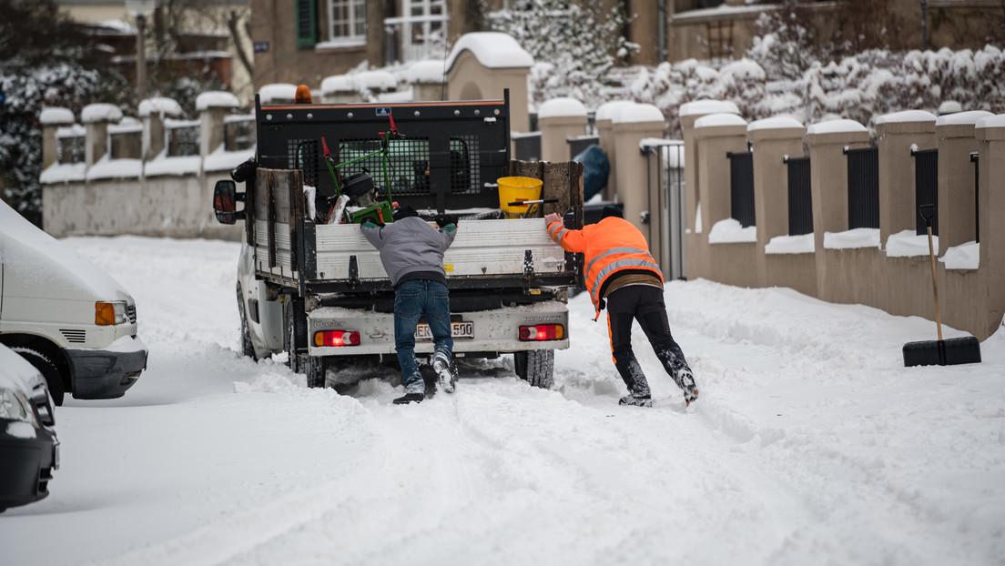 """""""Lage ist katastrophal"""": Neuschnee und Verkehrschaos in Deutschland"""