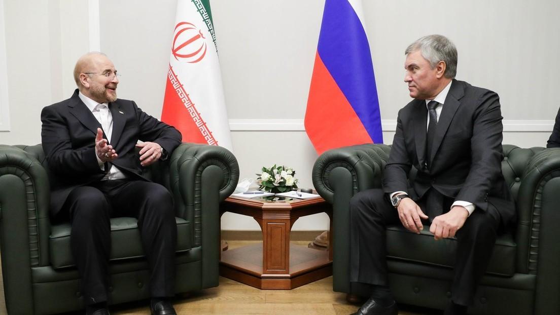 Moskau: Iranischer Parlamentssprecher überbringt Botschaft vom Staatsoberhaupt Chamenei an Putin