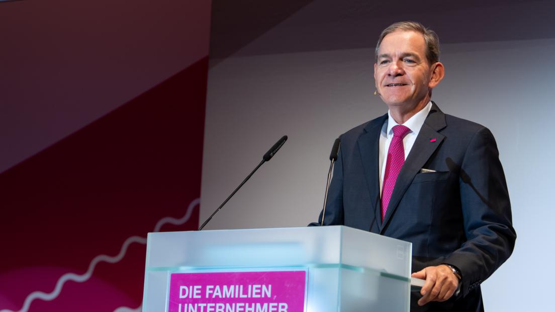 """""""Wasser bis zum Hals"""": Industrieverband und Familienunternehmer fordern klaren Stufenplan"""
