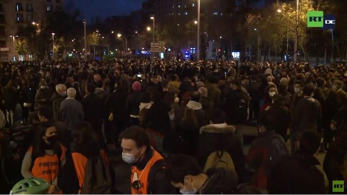 LIVE: Proteste in Barcelona wegen Verhaftung des Rappers Pablo Hasel fortgesetzt