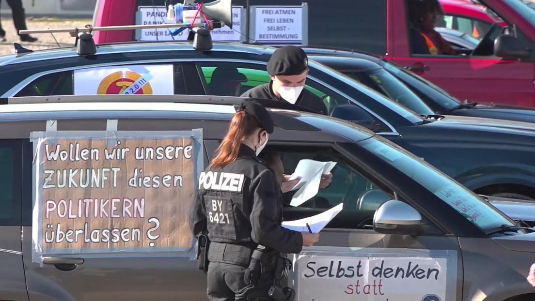 Maskenpflicht im Auto bei Anti-Corona-Autokorsos in Augsburg, Hamburg und Dresden