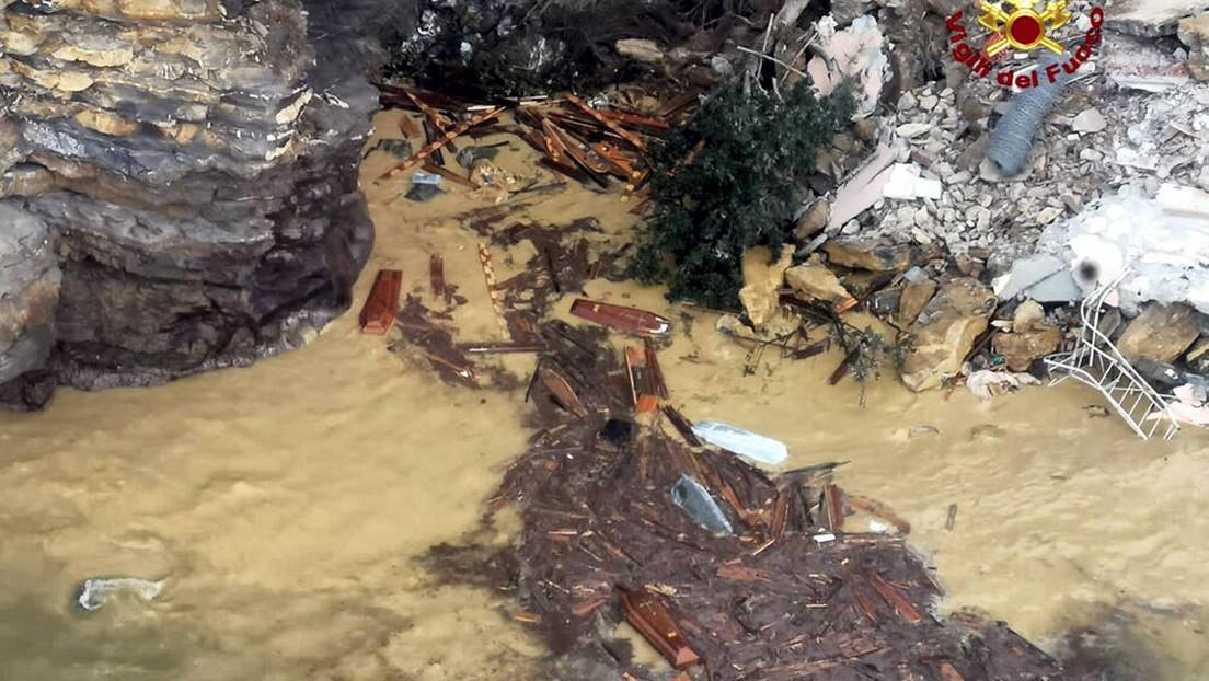 Italien: Teile eines Friedhofs stürzen nach Erdrutsch ins Meer – rund 200 Särge vermisst