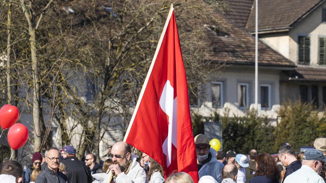 Nach Druck durch die Bevölkerung: Schweiz lockert den harten Lockdown