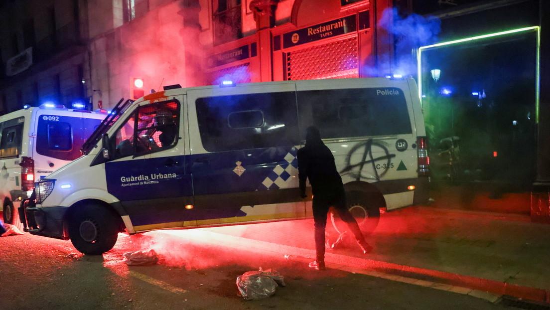 Fall Hasél: Erneut Ausschreitungen und Festnahmen in Barcelona (VIDEOS)