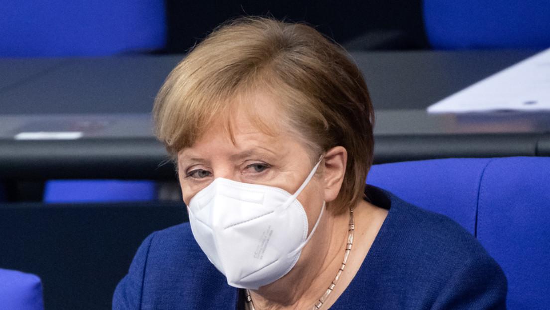 Immunologe fordert: Merkel soll sich öffentlichkeitswirksam mit AstraZeneca-Vakzin impfen lassen