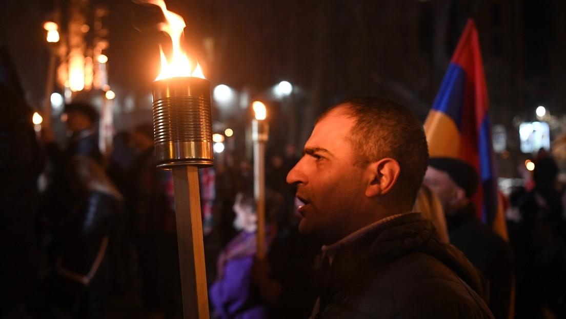 """Armenien: Nationalisten veranstalten Fackelmarsch und fordern """"Rückführung"""" von Bergkarabach"""