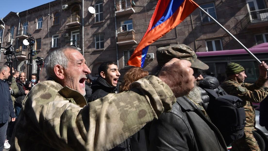 Armenien: Demonstranten dringen in Regierungsgebäude in Jerewan ein
