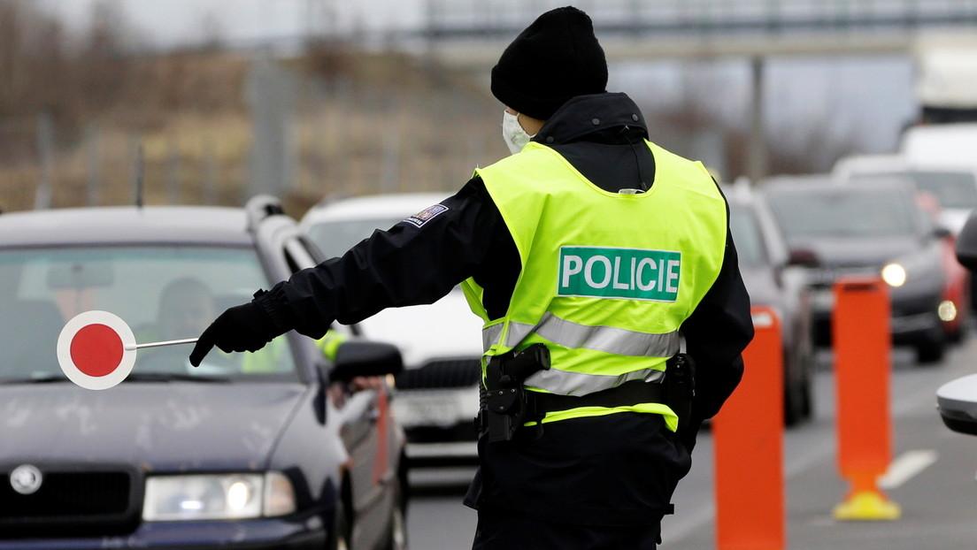 Kontrolle neuer strengerer Corona-Regeln: Tschechien schickt Polizisten und Soldaten auf die Straße