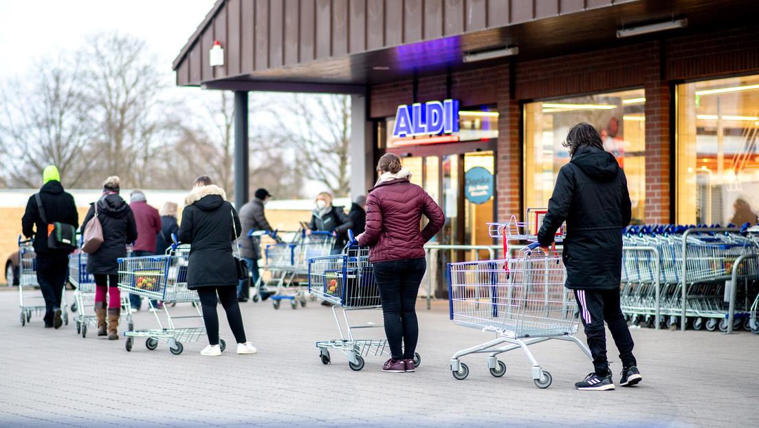 Aldi verkauft Corona-Schnelltests – lange Warteschlangen und nach wenigen Minuten ausverkauft