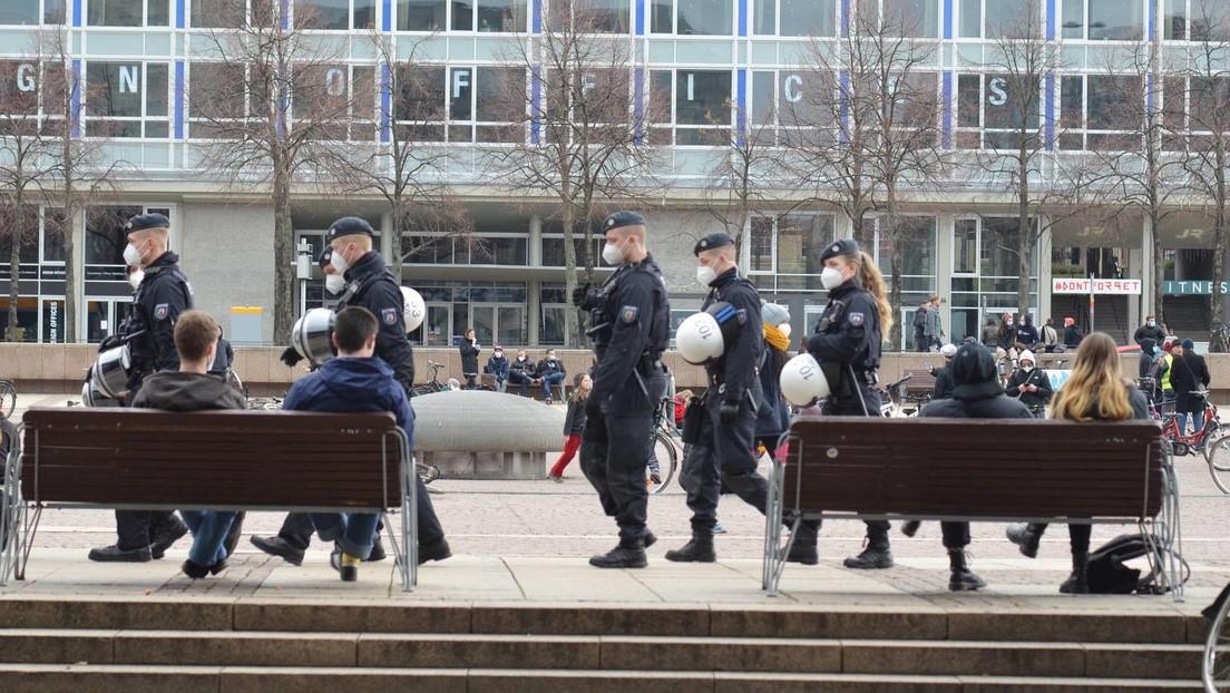Autokorso gegen Corona-Maßnahmen – Ärger zwischen Demonstranten und Gegendemonstranten