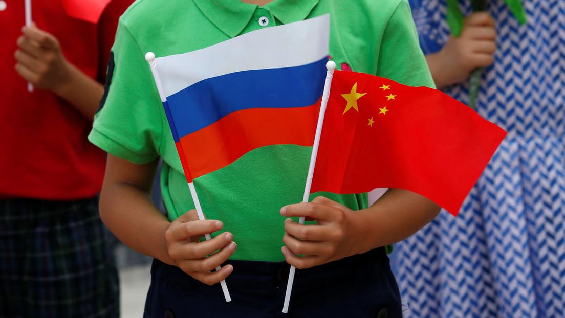 """Chinas Außenminister lobt Anstrengungen Pekings und Moskaus im Kampf gegen """"politischen Virus"""""""