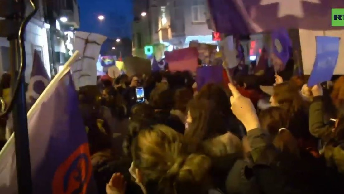 LIVE: Trotz Verbot – Demonstration anlässlich des Internationalen Frauentags in Istanbul