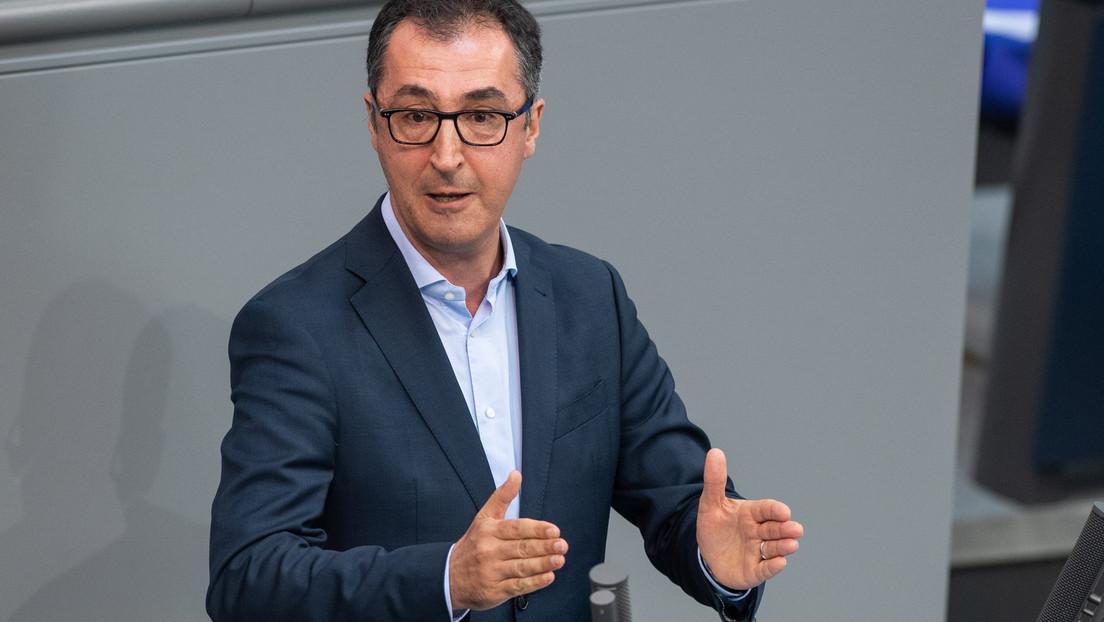 Grünen-Politiker Özdemir pocht auf baldigen Umstieg auf Elektroantrieb
