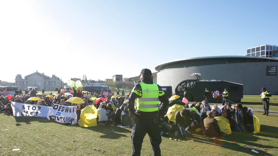 Niederlande: Mit Schlagstöcken, Tränengas und Pferdestaffel gegen Anti-Corona-Demonstranten