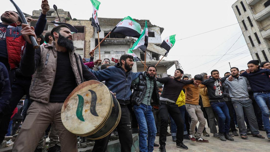 """Über zehn Jahre Krieg in Syrien: Westliche Medien und """"Experten"""" gießen immer noch Öl ins Feuer"""