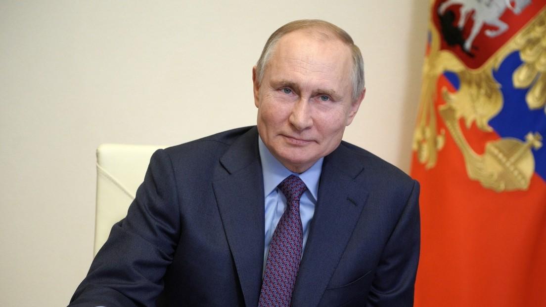 Wladimir Putin lässt sich gegen COVID-19 impfen