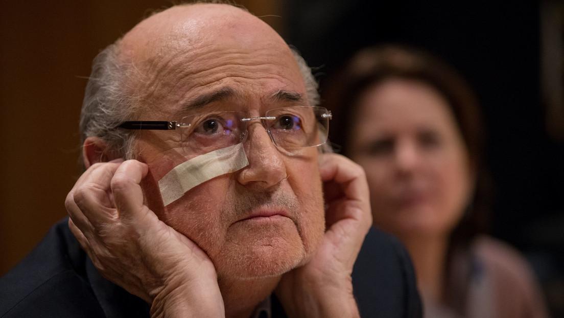 FIFA sperrt Ex-Präsidenten Blatter für 6 Jahre und 8 Monate für alle fußballbezogenen Aktivitäten