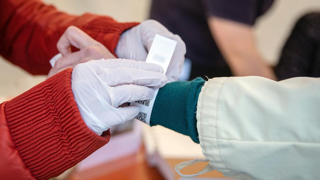Tübingen führt Armbänder mit QR-Code zur Nachprüfbarkeit von Corona-Schnelltests ein