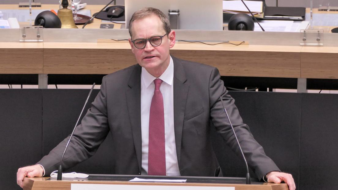 """Berlins Regierender Bürgermeister Müller entschuldigt sich für Chaos um """"Osterruhe"""""""