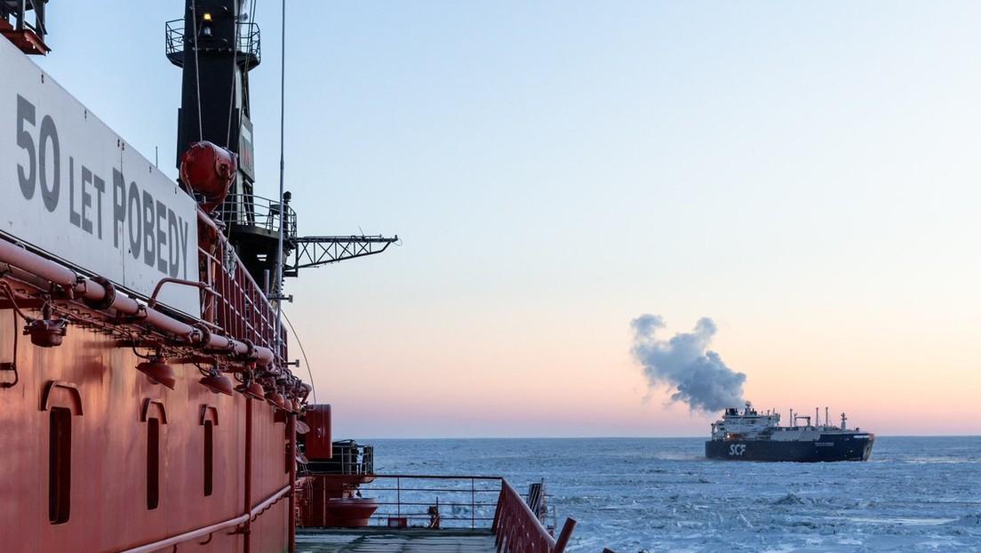 Mehr Platz für Penis-Bilder: Rosatom schlägt alternative Seeroute zum blockierten Suezkanal vor