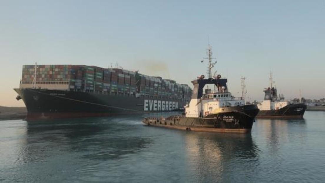 """Live vom Suezkanal: Containerschiff """"Ever Given"""" im Suezkanal teilweise freigelegt"""