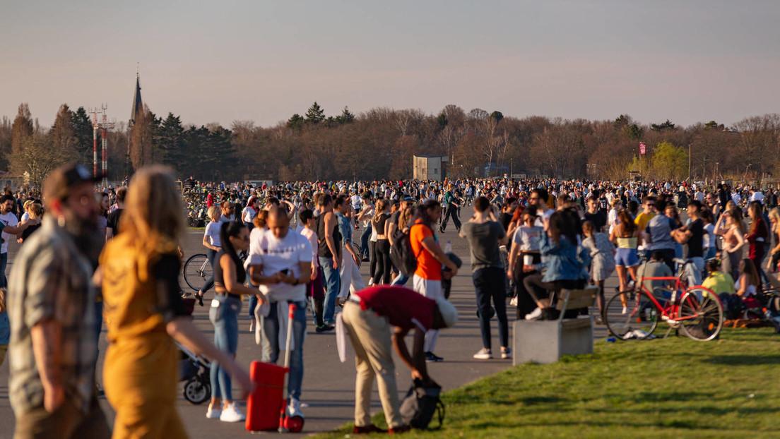 Hunderte versammeln sich auf Tempelhofer Feld – Angriffe auf Polizisten